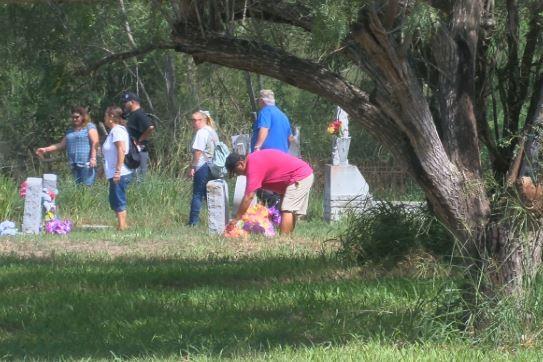 Families fear border wall will cut through local cemetery