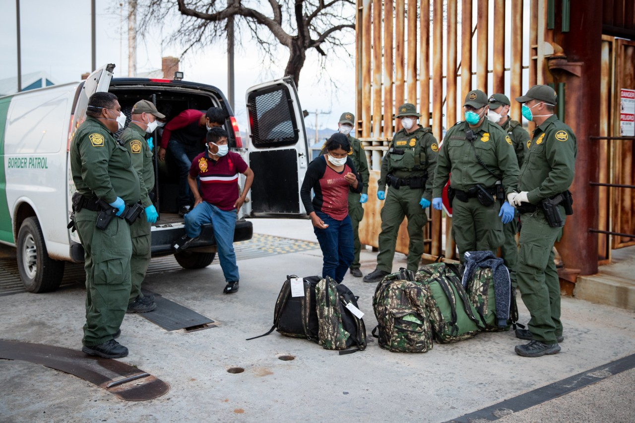 Border towns struggle with the thousands of migrants immediately deported under CDC order